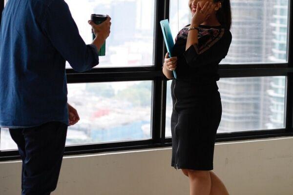 職場の好きな人へやってはダメなアプローチ
