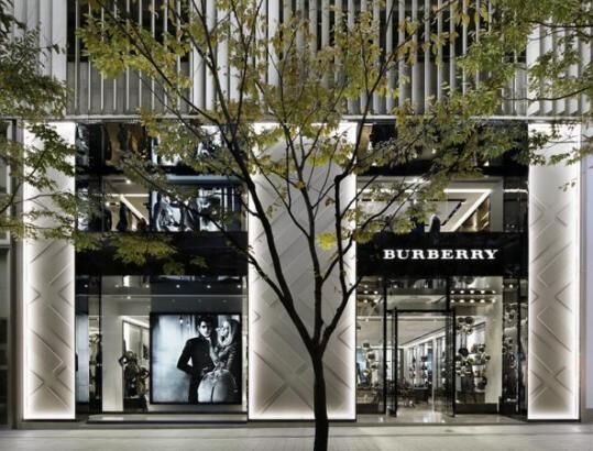 国内最大級のインポートコレクションを集積した旗艦店「バーバリー神戸」がオープン