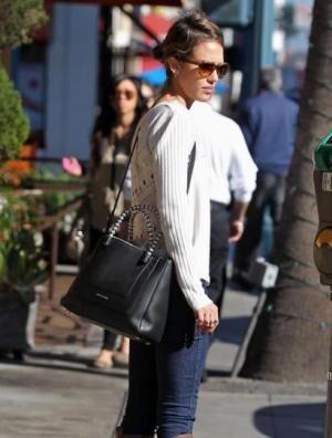 ジェシカ・アルバも愛用 ブルガリ セルペンティコレクションに新作バッグが登場