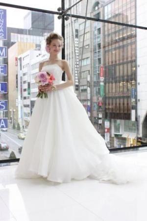 ノバレーゼ 2013年春の新作ウェディングドレスを発表