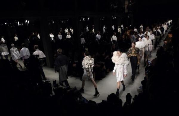 バーバリー、ケープイベント「THE CAPE REIMAGINED」を東京で開催