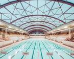 ポール・スミスで建物のプールの魅力に迫る写真展