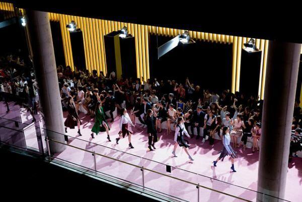 Diorが国立新美術館で15-16AWのショー。リアーナ、菜々緒、夏帆、ローラ、マッピーが観覧