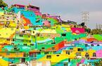 メキシコの住宅街に突如現れた色鮮やかな巨大壁画。カラフルな暮らしで住民の心に変化?