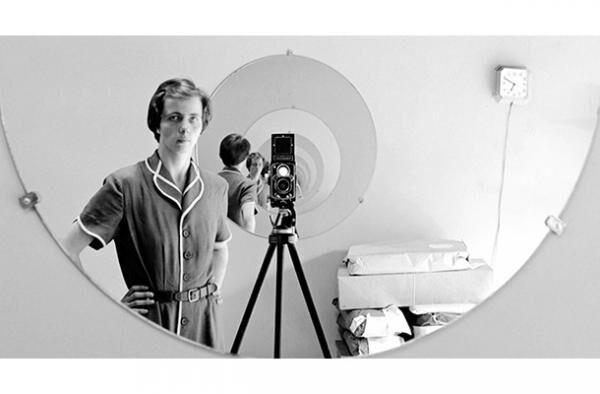 女性写真家ヴィヴィアン・マイヤーの才能と謎を覗き込む…映画『ヴィヴィアン・マイヤーを探して』