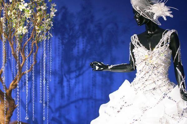 ユミカツラの真骨頂「白の世界」/50周年記念展覧会「桂由美の軌跡~SHINING FOREVER~」