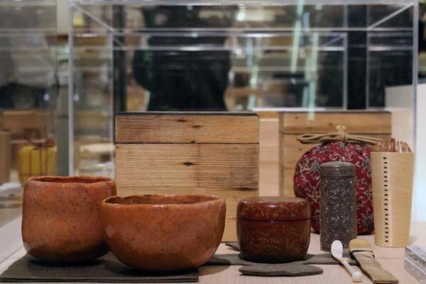 「未来へ繋ぐ茶箱展」細川護光の作品「楽の茶箱」