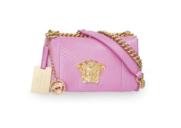 ドナテラ・ヴェルサーチがデザインした世界にひとつだけのスペシャルバッグ(39万7,000円)