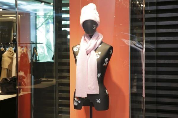 ルシアン・ペラフィネが伊勢丹新宿店限定で発売するマフラー、ストール