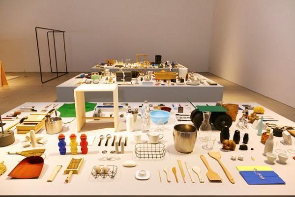 21_21で雑多に雑貨を並べた「雑貨展」が開催中、普段は作り手の深澤直人が選び手に