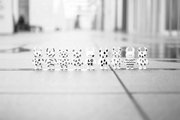 """アーティストの高木綾子によるキャラクター""""UAMOU""""の新作個展「ホーム」が開催"""