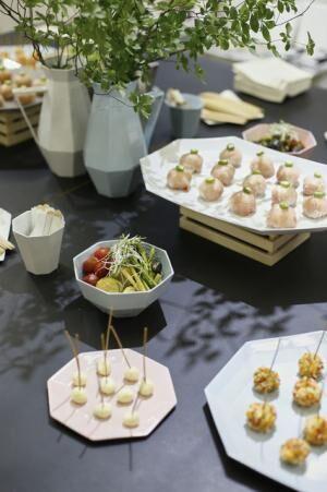 Yucaliさん# cali飯 & 利き酒 PartyのメニューがKIKOFのプレートに並びます