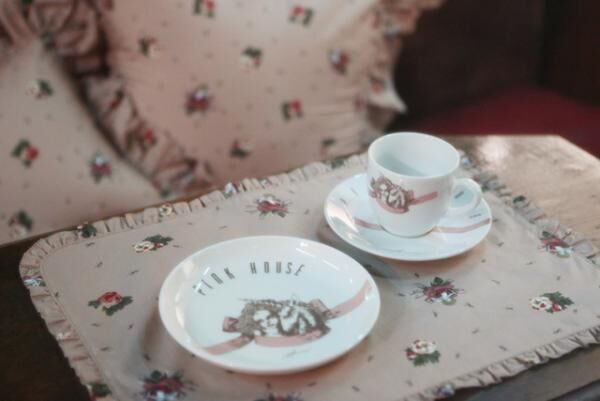 1982年に誕生し一世を風靡したブランド、ピンクハウスによる純喫茶をテーマにしたポップアップショップ「純喫茶 PINK HOUSE」が期間限定オープン