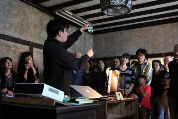 鑑賞会のひとコマ(取り壊される予定の提供者のご自宅で / 2015.11)
