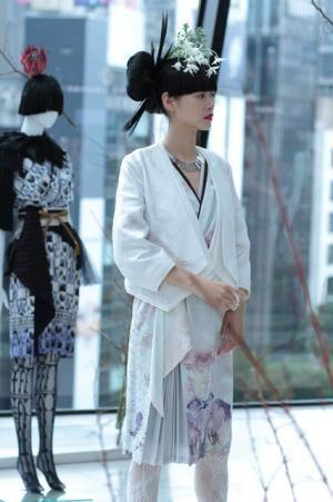 新時代の和装「KIMONO COUTURE」を纏った6人のモデルたちを撮影したライブフォトシューティングが銀座で開催