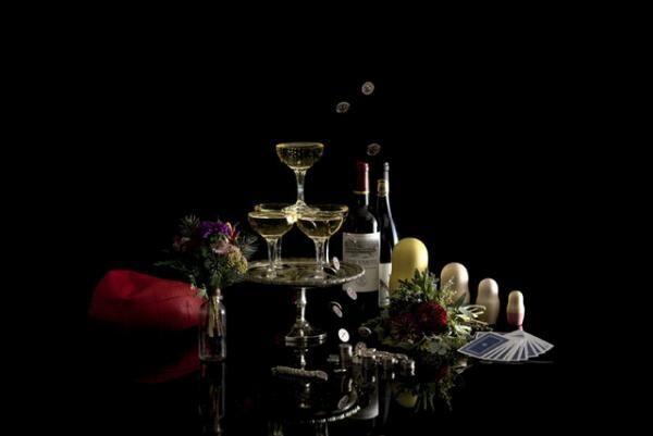 十数種類のワインの中からお好きなものを選べるセルフワインバーや二人の距離を近づける小さなブーケなども提供