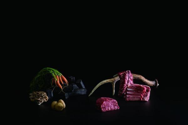 窯焼き肉の盛り合わせ (2人前/3,880円)、旬野菜の窯焼き 盛り合わせ(1,180円)