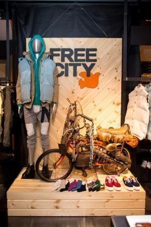 店内はフリーシティの世界観を表現