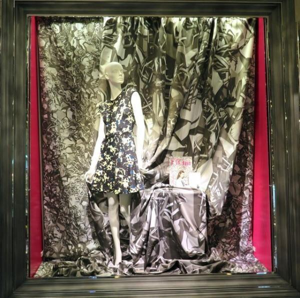 現代美術家・名和晃平のアートワークが装飾された店内