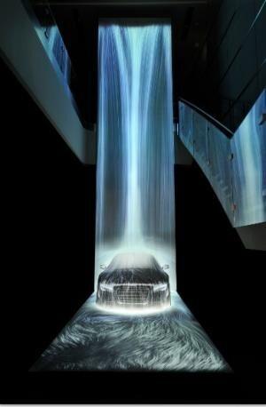 The Waterfall on Audi R8チームラボ, 2013, デジタルインスタレーション, 16000mm