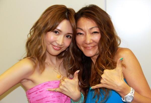 紗栄子(左)とマキ(右)