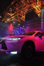 レクサス、東京タワーで泡にまみれる「NX」パーティー開催