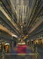 """表参道ヒルズのクリスマスはノスタルジーな""""光の森""""。8m巨大ツリーや音楽好きな住民の暮らすジオラマが出現"""