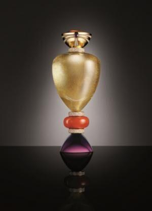 ブルガリがフレグランスボトル「オペラ・プリマ」を展示