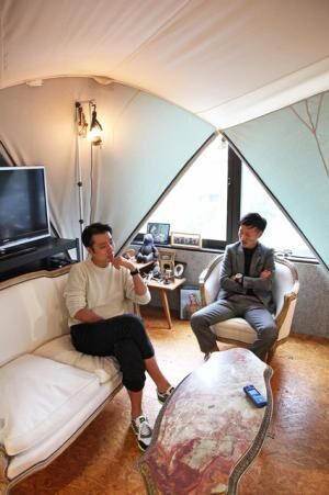 左からN.HOOLYWOODデザイナー・尾花大輔氏、STUDIOUS代表取締役CEO・谷正人氏