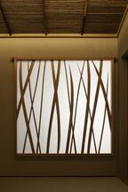 コスチュームナショナルのオフィスに茶室が出現。草間彌生など現代アートが融合