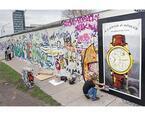 A.ランゲ&ゾーネがベルリンの壁のアートに。ランゲ1描く