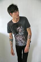 プリティーグリーン×ミック・ロック、デヴィッド・ボウイのプリントTシャツ発売