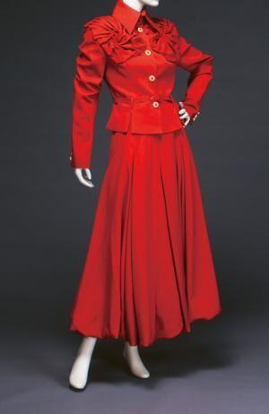 「衣装にできること」より、比嘉京子「デイ・スーツ」 1995年 神戸ファッション美術館蔵