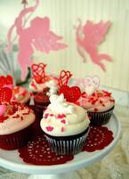 マグノリアベーカリーのバレンタイン。ハートや愛の言葉がトッピングされた4種の限定カップケーキ