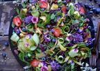 シドニーのビーガンフードアーティストが毎日作る、花やフルーツに溢れるココナッツミルクボウルが気になる!