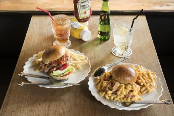 グロリアスチェーンカフェよりボリューミーなお肉で仕上げた贅沢で豪華なバーガーが登場