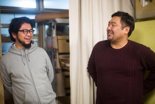 「NINE LETTER PRESS」デザイナーの長島裕介と「OK SHOP」の錦戸主税さん