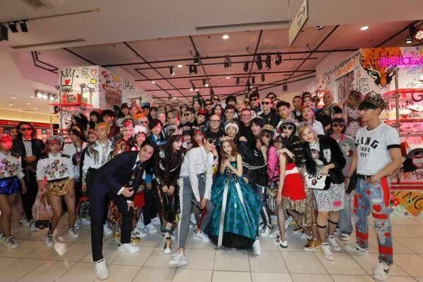 ドルチェ&ガッバーナが閉店後の新宿伊勢丹でショー! 総勢101人のミレニアルズと全て1点もの限定ピース
