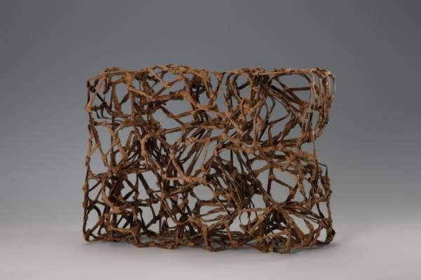アーティストが紡ぎ出す糸と布の世界、広島市現代美術館で「交わるいと『あいだ』をひらく術として」開催