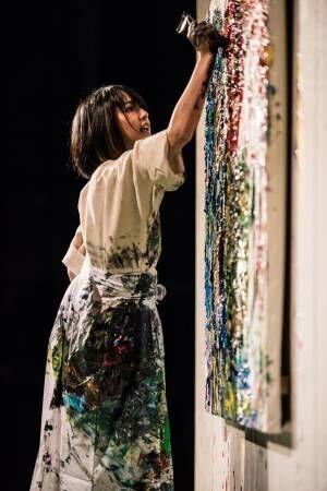 ギンザ シックスの吹き抜けアートが草間彌生から仏アーティストのダニエル・ビュレンへ