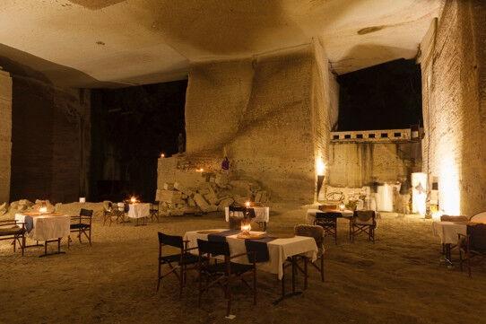 移動式アウトドアホテル「ザ・キャラバン」 ! 栃木の石の神殿や富士山麓の大草原をトリップ