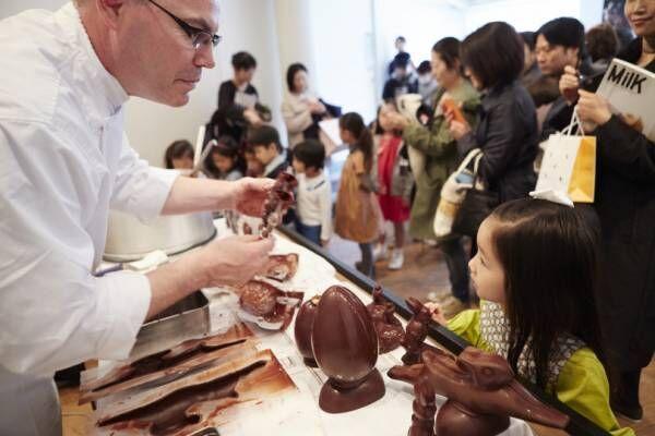 ピエール・エルメ・パリのイースター。ミナ ペルホネン皆川明が描き下ろした卵型のチョコレートも