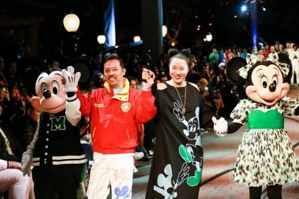 オープニングセレモニー、米ディズニーランドでランウエイショー開催! ミッキーシルエットのコラボウエア登場