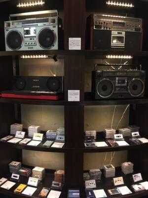 ワタリウム美術館でカセットテープ&ビンテージ・ラジカセのポップアップを開催