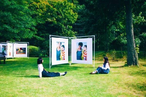 初夏の花々とアートの共演! 野外展示による写真展が神戸・六甲山にて初開催、大宮エリーやヤマモトヨシコが出展