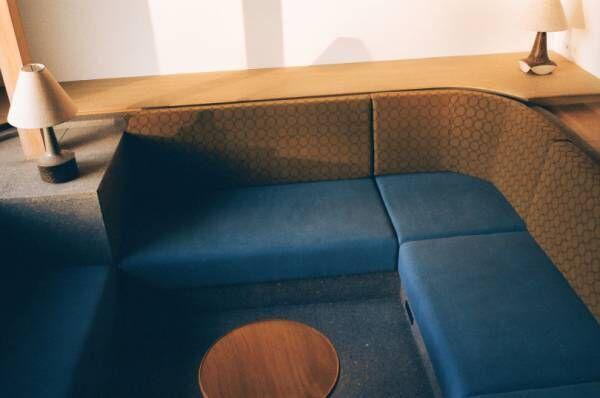 皆川明がディレクションする⼀棟貸しの宿「ウミトタ」が豊島に誕生。内装にミナ ペルホネンのファブリックなど
