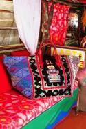 クリスチャン ルブタン、新作トートを世界先行発売するポップアップを新宿伊勢丹メンズ館で開催中