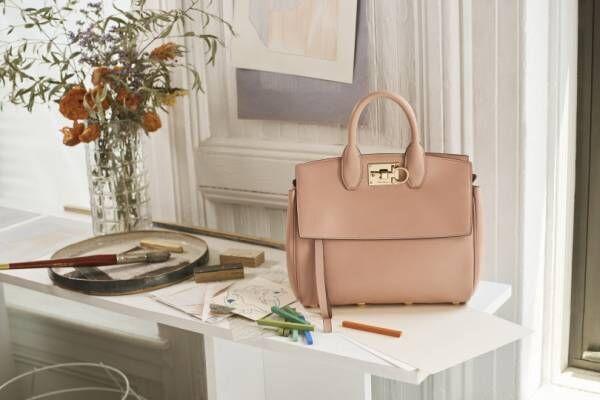 サルヴァトーレ フェラガモ、クリエイティブ ディレクターのポール・アンドリューによる初のハンドバッグを発表!