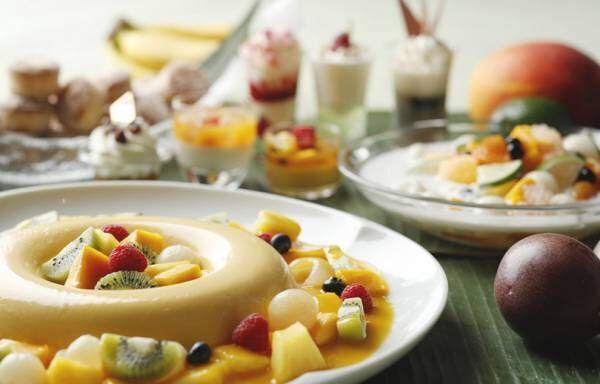 ウェスティンホテル東京の人気のデザートブッフェが復活! 世界のケーキとサマーフルーツの夏デザートが並ぶ