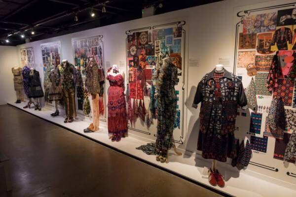 ロンドンで開催されたアナ スイの「THE WORLD OF ANNA SUI」展が六本木に上陸